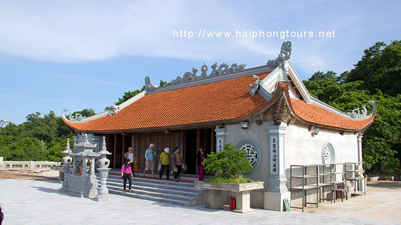 temple-on-hon-dau-island-haiphong