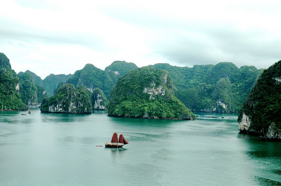 bai tu long bay tour from hai phong