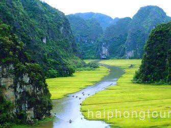 Boating along Ngo Dong river Tam Coc