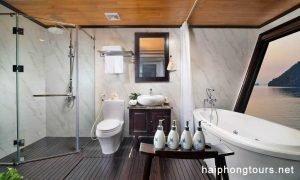 Grand suite bathroom perla dawn
