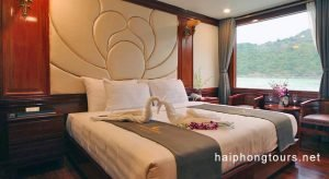 Honeymoon room Hai Phong Calypso Cruiser
