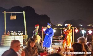 Quan Ho sing with Perla Dawn cruise