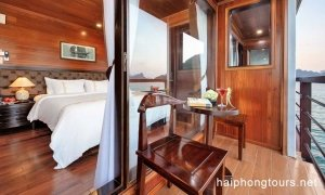Balcony in deluxe suite room Hai Phong Vspirit Premier Cruise