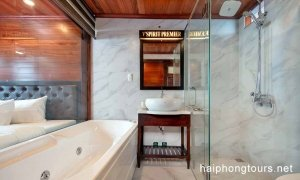 Bathroom Prestige suite balcony Hai Phong Vspirit Premier Cruise