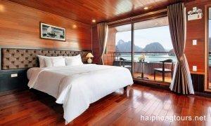 Deluxe suite balcony Hai Phong Vspirit Premier Cruise