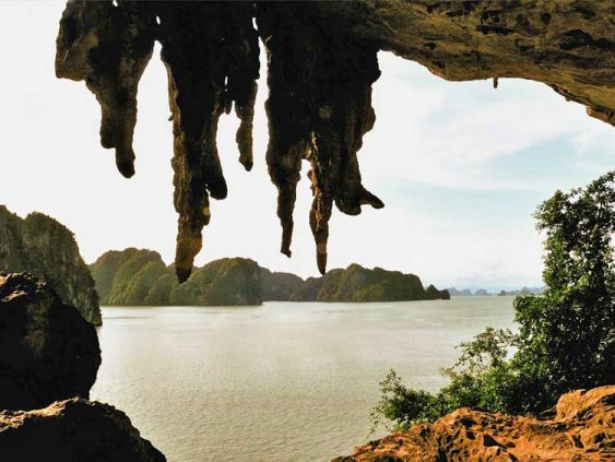 Drum cave Halong bay