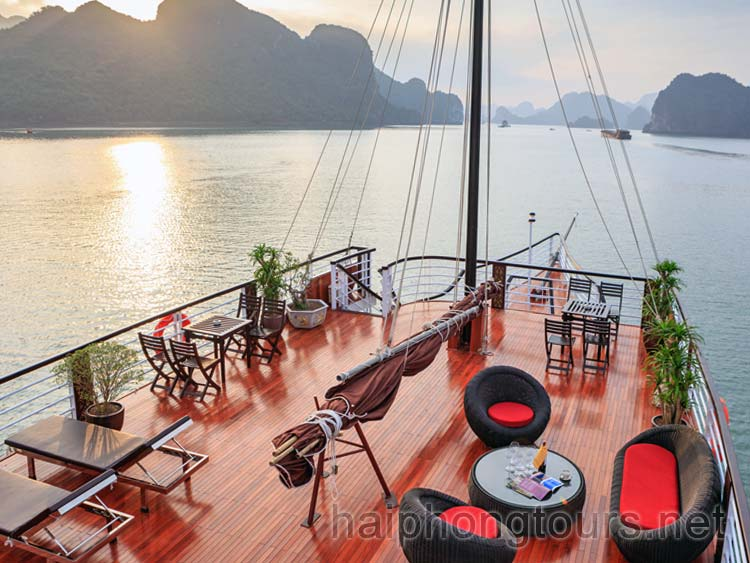 Sundeck area for Lan Ha Bay 1 day cruise