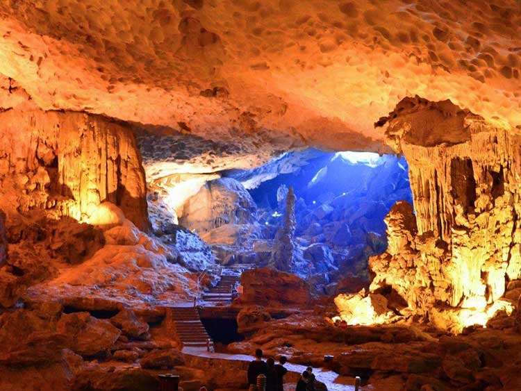 Sung Sot cave Halong