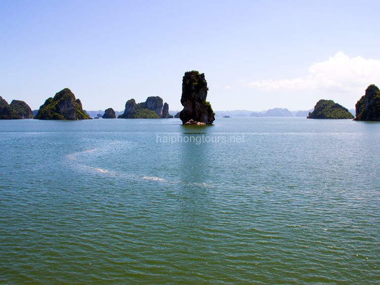 clean water bai tu long bay