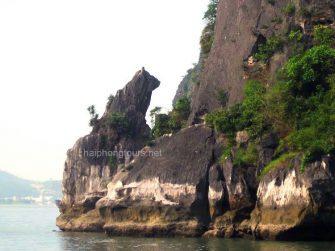 stone dog rock halong bay