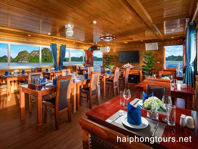 Restaurant in La Paci cruise