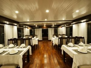 Halong Phoenix cruise restaurant