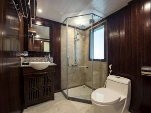 ensuite bathroom Halong Phoenix cruise